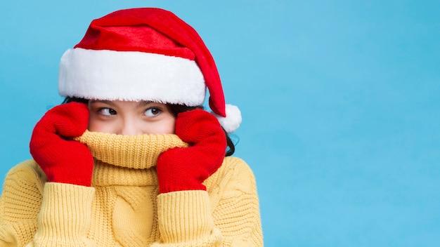 Winterzeit mit der kleidung spezifisch für weihnachten