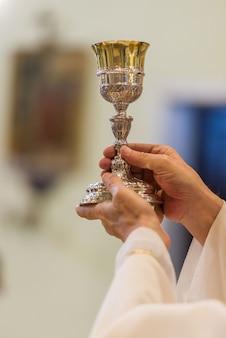 Wir feiern den ritus des heiligen brotes