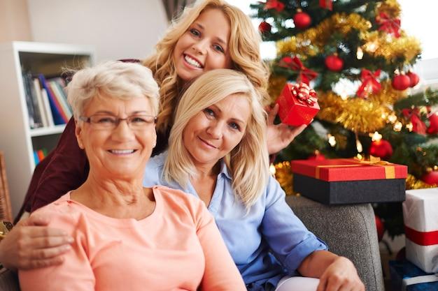 Wir halten unsere familientraditionen während der weihnachtszeit am leben