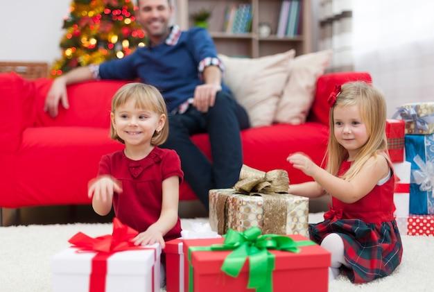 Wir hoffen, dass der weihnachtsmann unsere traumgeschenke für uns hat