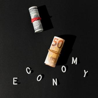 Wirtschaftswort und banknotenrollen