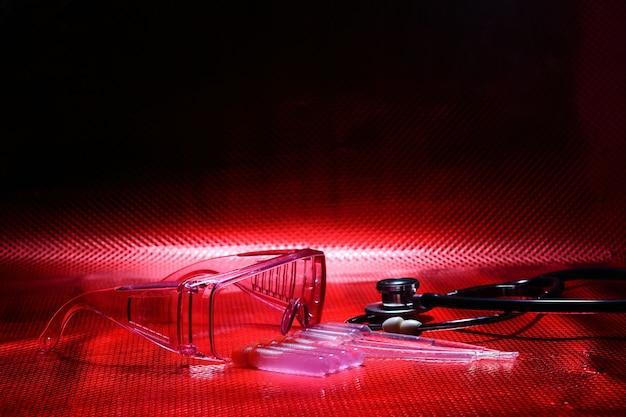 Wissenschaft medizin f & e, tropfer, brille, stethoskop,