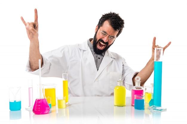 Wissenschaftler mann macht horn geste