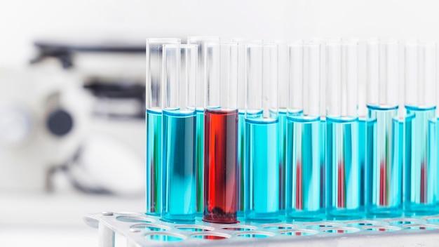 Wissenschaftselemente der vorderansicht mit nahaufnahme der chemischen zusammensetzung