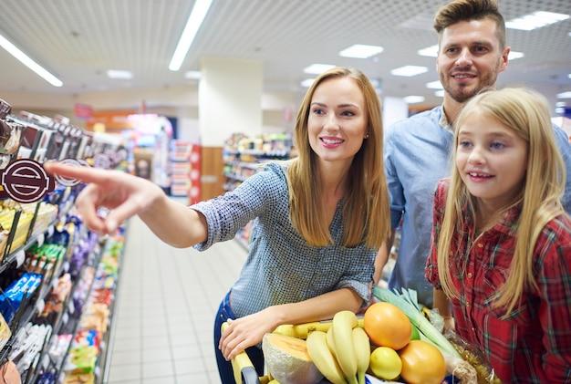 Wochenend-shopping gemeinsam mit der familie