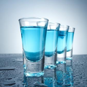 Wodka glas mit eis