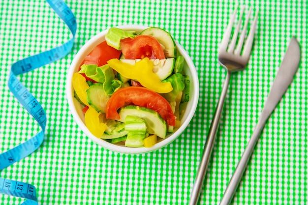 Wöchentlicher diätplan. das konzept der richtigen ernährung. selektiver fokus.