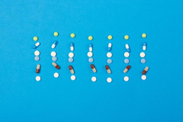 Wöchentlicher plan oder zeitplan der medikation in pillen und kapseln