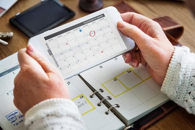 Wöchentliches planer-tagebuch organisieren, um listen-konzept zu tun