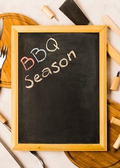 Wörter bbq-jahreszeit auf tafel