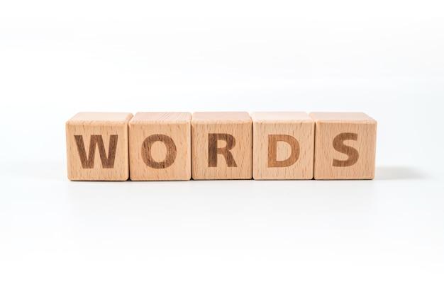Wörter holzblöcke des geschäftskonzepts isoliert