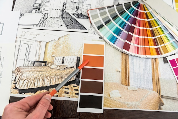 Wohndesign-skizze mit werkzeugreparatur und bauplänen für die renovierung. architekturzeichnung interieur. farbsampler