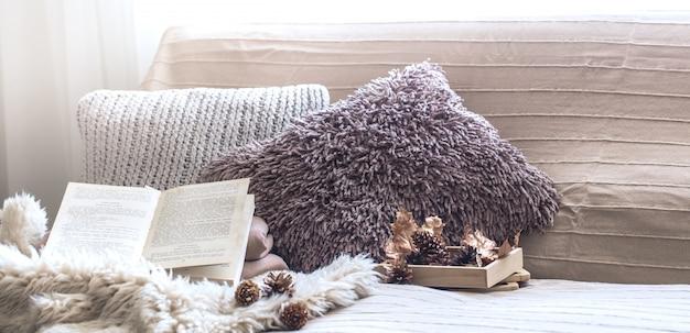 Wohnkomfort, wohnzimmer mit sofa und wohnkultur