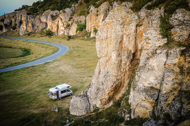 Wohnmobil in dobrogea gorges, rumänien