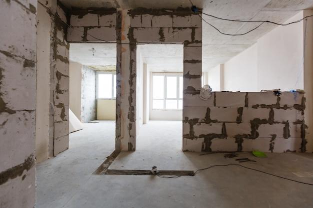 Wohnungsreparaturwandreparatur-erneuerungshaus-erneuerungshaus, das laminat umgestaltet