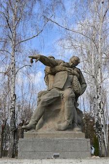 Wolgograd, russland - 12. juni 2021: skulptur an der gedenkstätte zum gedenken an die schlacht von stalingrad auf dem mamajew-hügel.