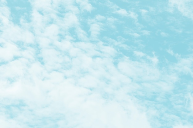 Wolken im hintergrund des blauen himmels