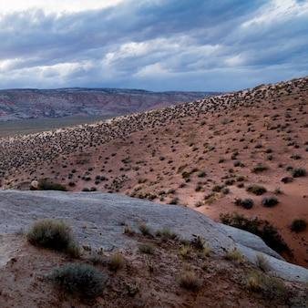 Wolken über einer wüste, utah, usa