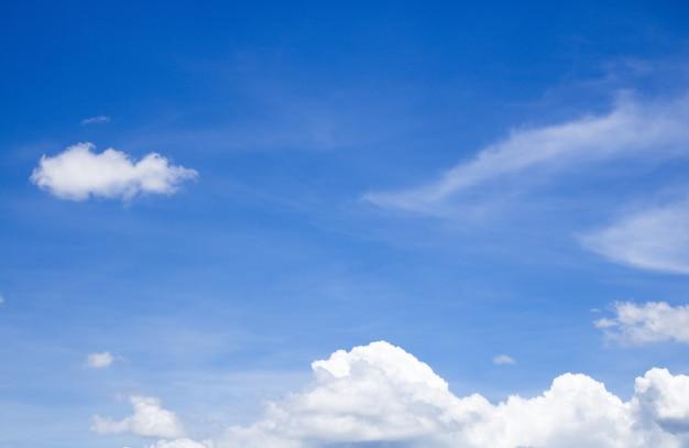 Wolken- und himmelbeschaffenheit für hintergrund zusammenfassung, postkartennaturkunst