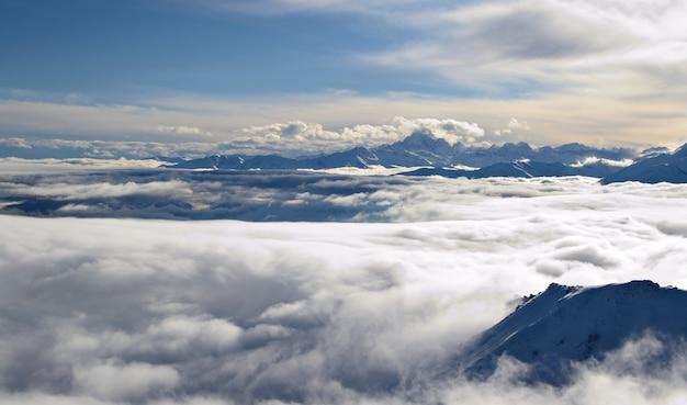 Wolkengebilde auf alpenbogen