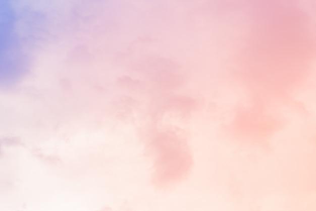 Wolkenhintergrund mit einer pastellfarbe