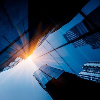 Wolkenkratzer aus der untersicht