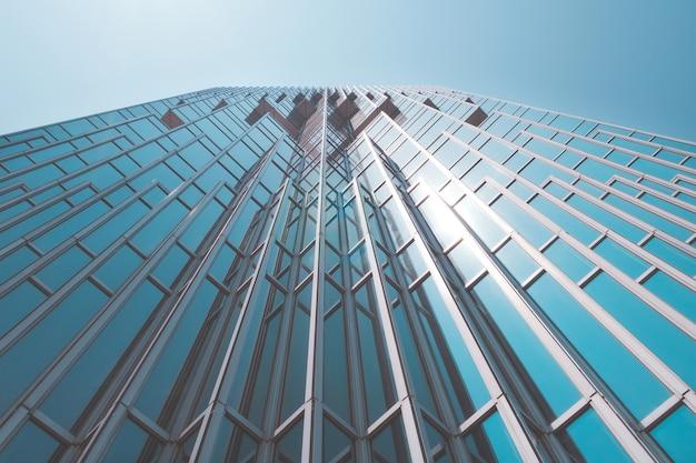 Wolkenkratzer aus einem niedrigen winkel in der modernen stadt taiwan