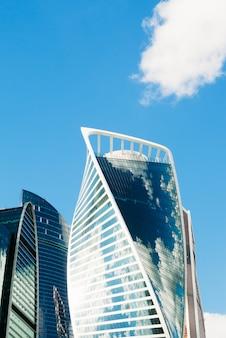 Wolkenkratzer gegen den himmel. moskau, russland