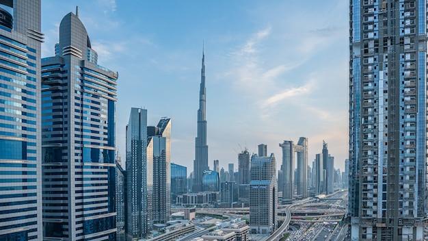 Wolkenkratzer-geschäftsgebäude in den vereinigten arabischen emiraten