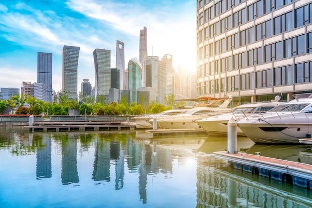 Wolkenkratzer in chinas shanghai financial district