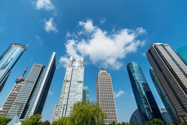 Wolkenkratzer in lujiazui financial district, shanghai