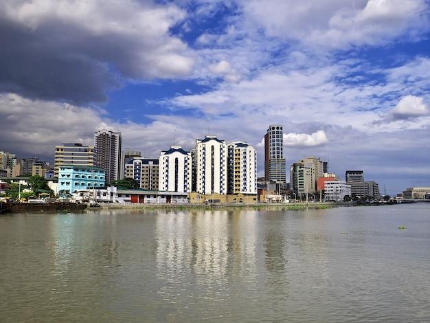 Wolkenkratzer in manila city, philippinen