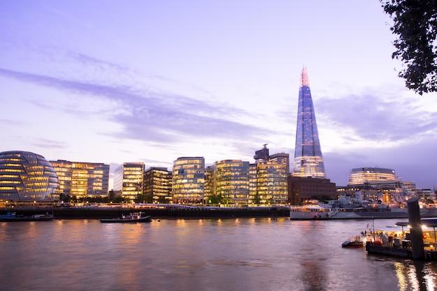 Wolkenkratzergebäude des geschäftsbüros london