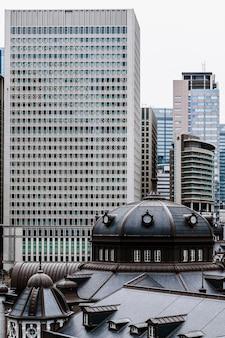 Wolkenkratzergebäude in der stadt