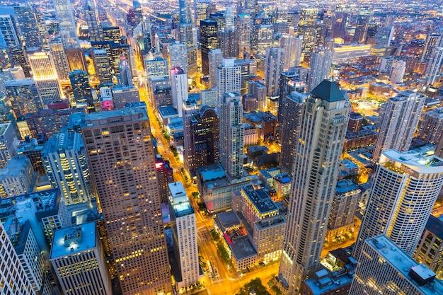 Wolkenkratzergebäude, nachtansicht