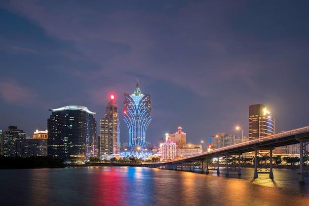 Wolkenkratzerhotel und kasinogebäude am stadtzentrum in macao