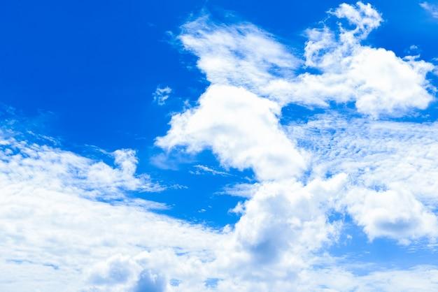 Wolkenlandschaften mit blauem himmel