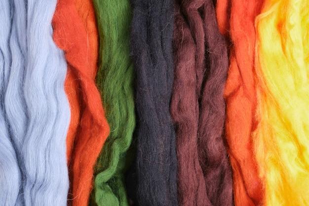 Wolle in verschiedenen farben und texturen