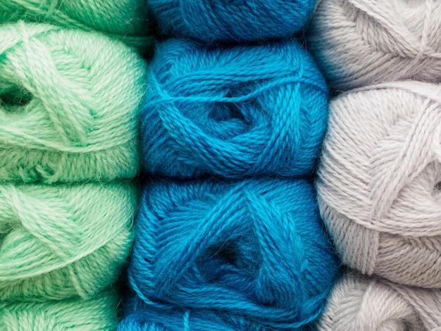Wollknäuel zum häkeln. viel garn in verschiedenen farben