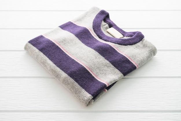 Wollpullover, hemd und kleidung