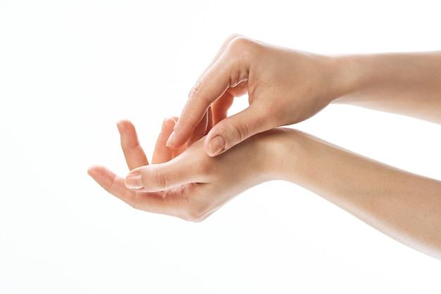 Womens handcreme hautpflege feuchtigkeitsspendende dermatologie. foto in hoher qualität