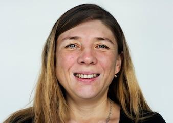 Wordface-russische Frau in einem weißen Hintergrund