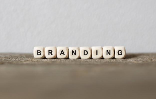 Wort branding gemacht mit holzbausteinen, archivbild