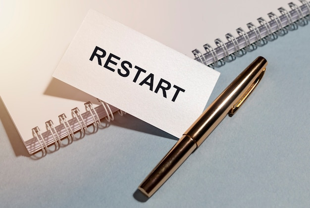 Wort, inschrift neu starten. konzept des neustarts und zurücksetzens.