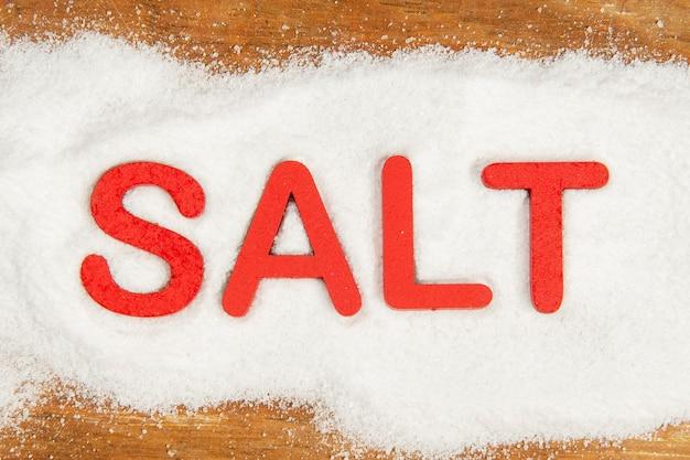 Wort salz in rot auf das produkt geschrieben