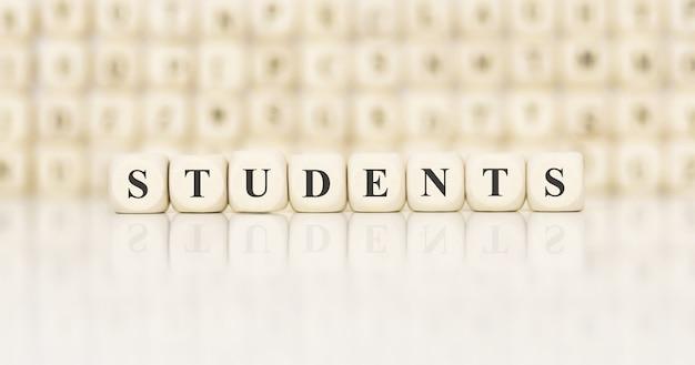 Wort studenten mit holzbausteinen gemacht