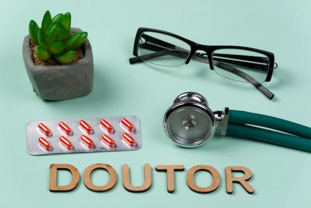 Wortarzt geschrieben auf hellgrünem hintergrund