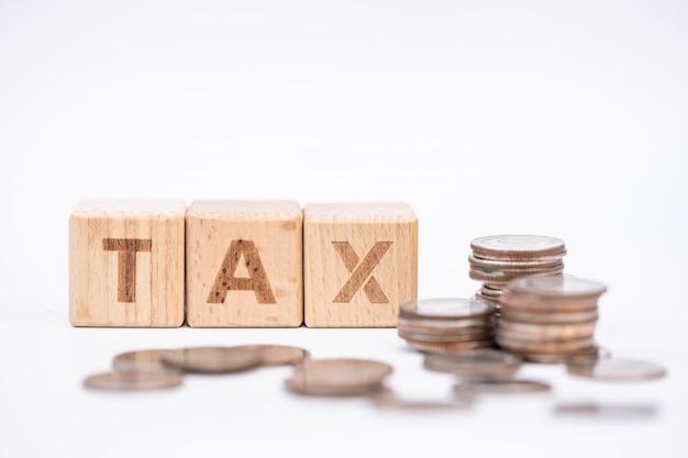 Wortblock steuer auf dem lohninformationsformular. einnahmen, ausgaben, steuern, finanzdaten.