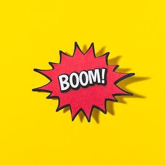 Wortboom! in retro comic-sprechblase auf gelbem hintergrund