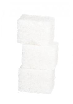 Würfel des zuckers auf weißem hintergrund